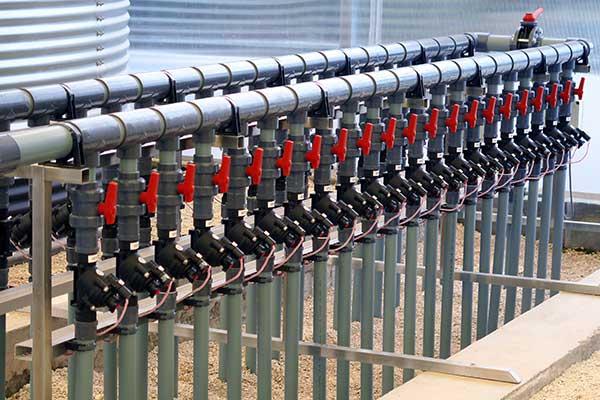 Colector electroválvulas en invernadero - Ecuador